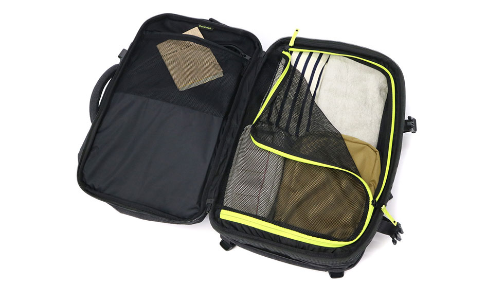 InCase EO Carry-on Backpack Clamshell opening